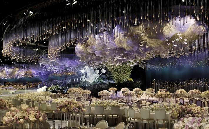 迪拜土豪6.5万水晶装饰婚礼现场