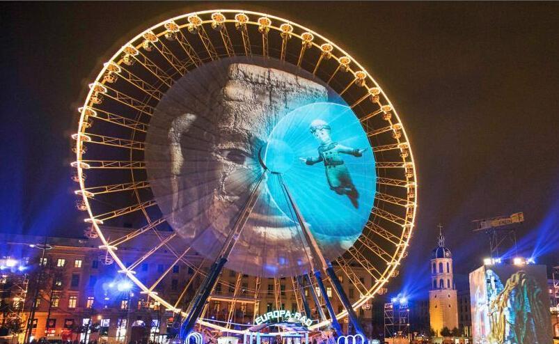 法国里昂迎灯光节 多彩作品装点城市