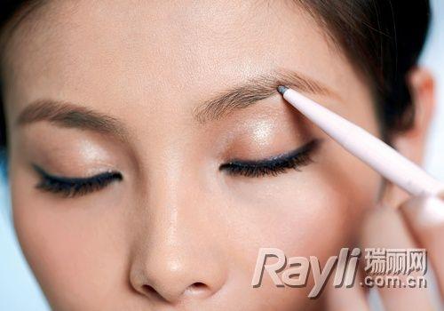 眉毛上方的线条够清晰的时候,不须做修饰.