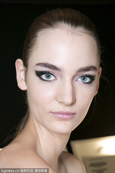 【爱美】他们让猫眼妆流行世界