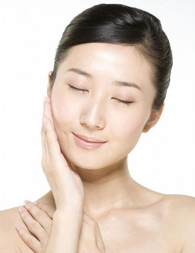 表情夸张不喝水 10个坏习惯易损伤肌肤