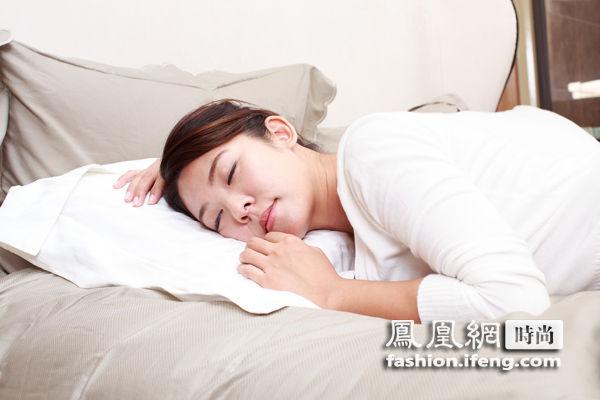 开加湿器远离酒精 睡美容觉的8个条件