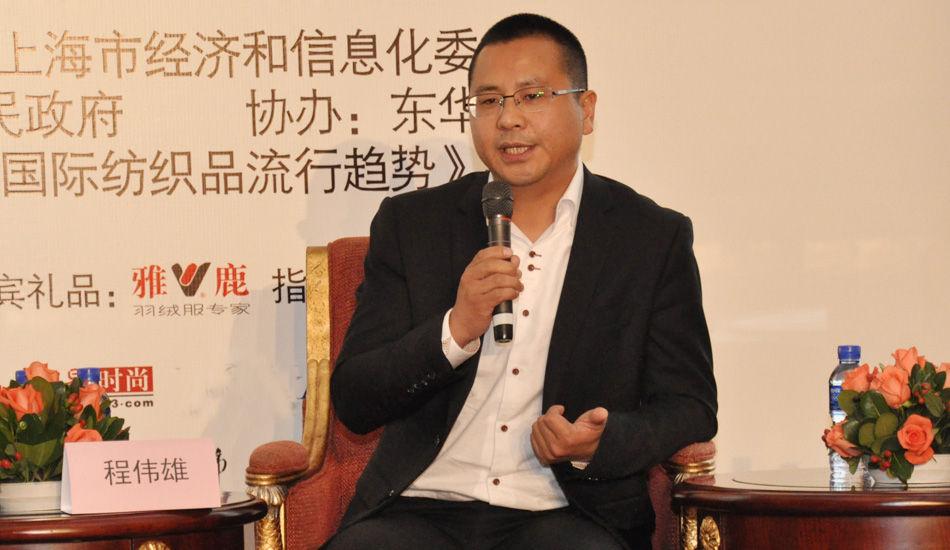 2013中国时尚产业圆桌论坛现场,雅鹿控股董事执行总经理程伟雄发表观点:品牌力和销售力是把品质体现出传播和销售的有效结合。
