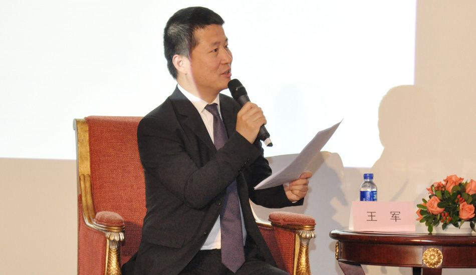 2013中国时尚产业圆桌论坛现场,北京盛世嘉年国际文化发展有限公司董事长兼艺术总监王军发表观点:有价值观支撑,能够持续传播的正面力量。