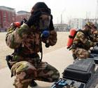 北京防化官兵进行训练
