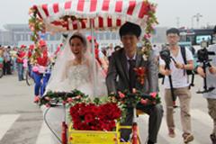 车事:菏泽两新人举行公共自行车婚礼