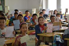 61所学校将祝福绘成爱心守护