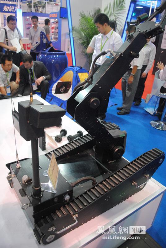 广州卫富机器人有限公司展出的中型排爆机器人.-国产防核机器人 袖