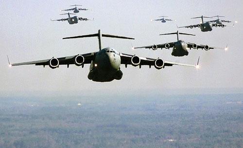 美国空军庞大的加油机,运输机编队(资料图)
