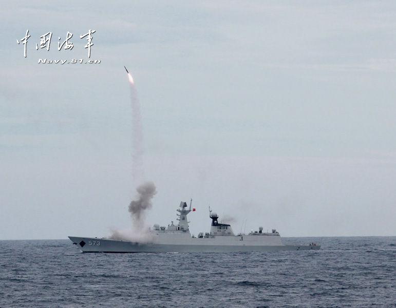追星赶月:南海舰队实弹大演练导弹升空精彩镜头