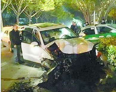 红绿灯前失控连撞4车 肇事司机醉驾面临刑拘