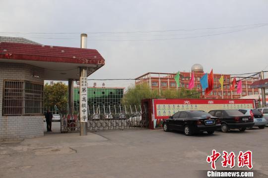 河南开封县一中有十几位副校长引争议教育部门回应