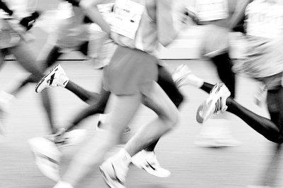 学生代跑500米猝死 10天中长跑运动4起猝死事件