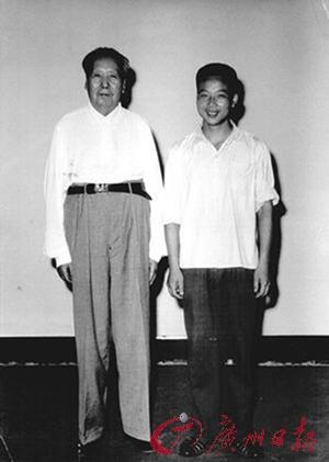 毛泽东工资月月不够花过世时无存款无高档服装