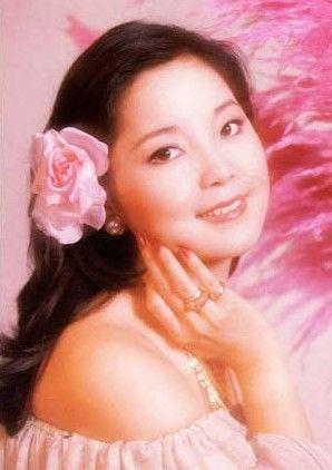 【最新】邓丽君辞世17周年 回顾经典妆容依旧亮眼