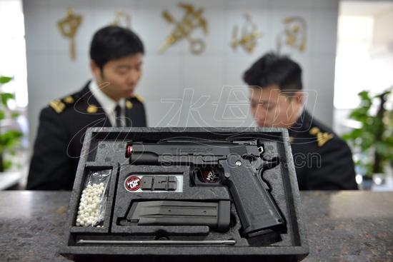 玩具枪 构图
