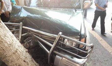 女司机毒驾无牌越野车狂奔 警方鸣枪逼停搜出五砍刀
