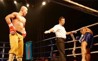 武僧一龙腾空飞膝获十连胜 巴西冠军险遭TKO