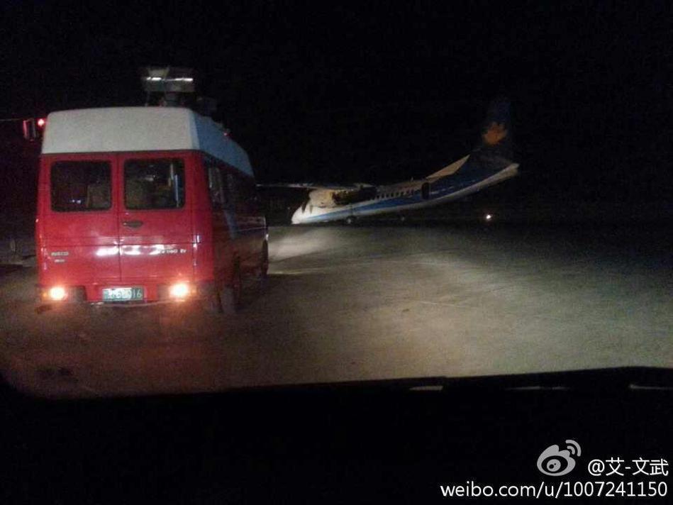 组图:郑州机场一飞机降落时机头坠地