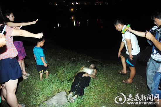 湖南小伙见义勇为救一家三口溺亡,老板悬赏寻冷漠被救者出面道歉