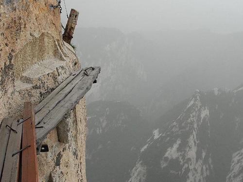 一边移步换景观赏沿途风光,所以这条经典的登山路线至今仍然是登华山图片