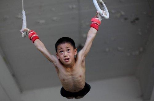 体操的动作要求柔韧度高