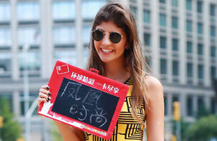 凤凰时尚纽约独家街拍 :包够小才是合格的街拍达人