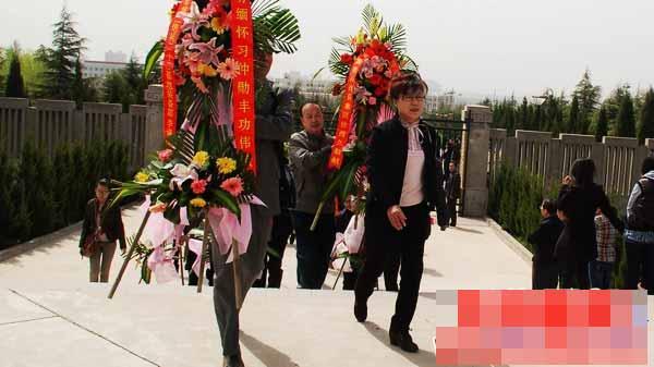 清明节陕西社会各界纪念改革开放先贤习仲勋