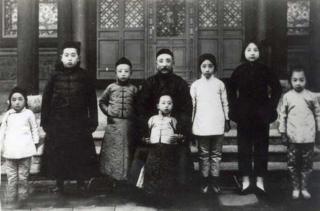 张作霖6个女儿罕见合影曝光 个个美若天仙 - 月  月 - 阳光月月(看新闻 寓娱乐)