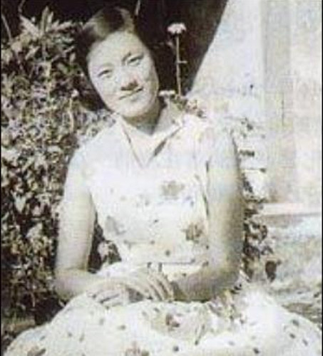 """自古英雄爱美人,毛泽东是中国乃至世界上少有的大英雄,他欣赏的女性一定有不平凡之处。让我们穿越时间隧道,重新审视激情年代的十位不平凡女性,或许会唏嘘感叹一番。第一位是陶毅,即电视剧《恰同学少年》中的陶斯咏。她本是湘潭人,后举家迁至长沙。陶为富商家的小姐,周南女中的毕业生,时有""""江南第一才女""""之美称,与向警予、蔡畅合称为""""周南三杰""""。她个子很高,才华横溢,是长沙著名的美女。1918年加入了新民学会,与毛泽东一样都是理事。(文字来源:新华网,原题:毛泽东最欣赏的十位女性 多为民国女性精英,图片来源:资料图)"""