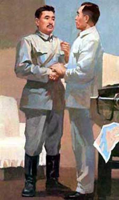 """1927年7月,周恩来与贺龙初次见面,两人一见如故,相知相惜。此后,他们志同道合,为革命事业共同奋斗。1969年,史无前例的""""文化大革命""""使并肩战斗40多年的这对亲密战友生死两隔,一时仓促的分别竟成了永诀……图为南昌起义前夕,周恩来向贺龙传达了前委关于起义的决定,并任命他为起义总指挥。(文字来源:中国共产党新闻网)"""
