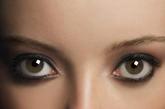 """著名心理学家弗洛伊德曾经说过:""""女人丰满的玫瑰色的嘴唇让人联想到一个兴奋充血的阴唇。""""虽然这个略带色情的比喻有点夸张,但是嘴唇和阴唇之间的联想很有可能是物种进化的结果。"""