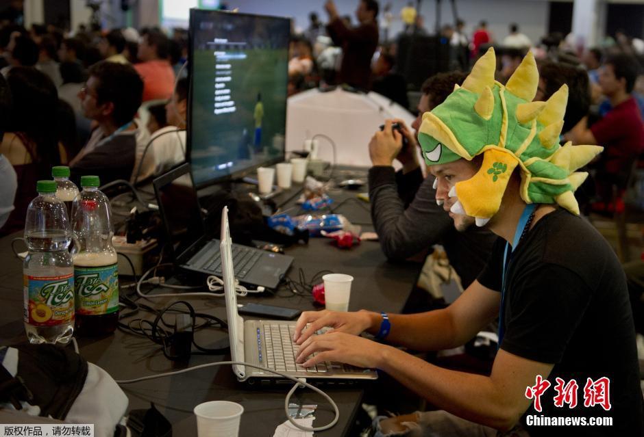 """...计算机爱好者聚会)在卡利开幕.众多\""""发烧友\""""将在这里体验..."""