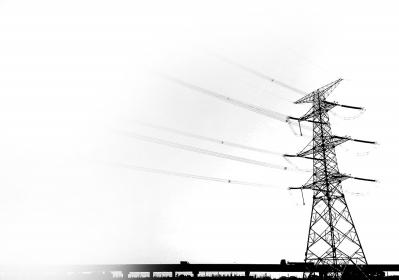 的高压输电通道下