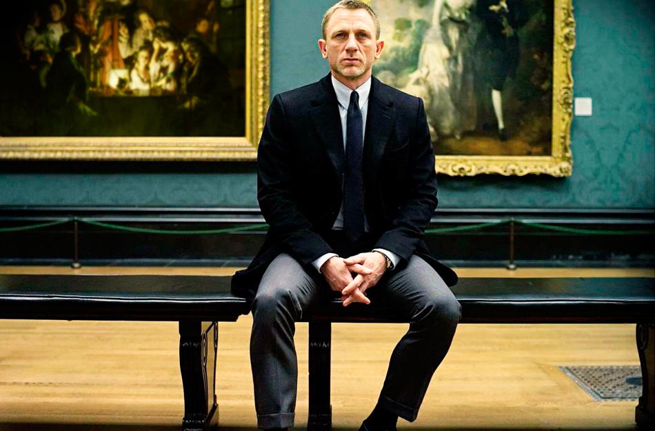 我叫邦德,詹姆斯-邦德(James-Bond)——国籍:英国,编号:007,身高:183厘米,体重:76公斤,眼睛:蓝色,头发:黑色,身体特征:右脸颊、左肩和右手背有疤痕,皮肤较黑 。特长:射击、飞刀、滑雪、搏击,语言:能操流利法语,德语,而且对其他语言也很有天份。