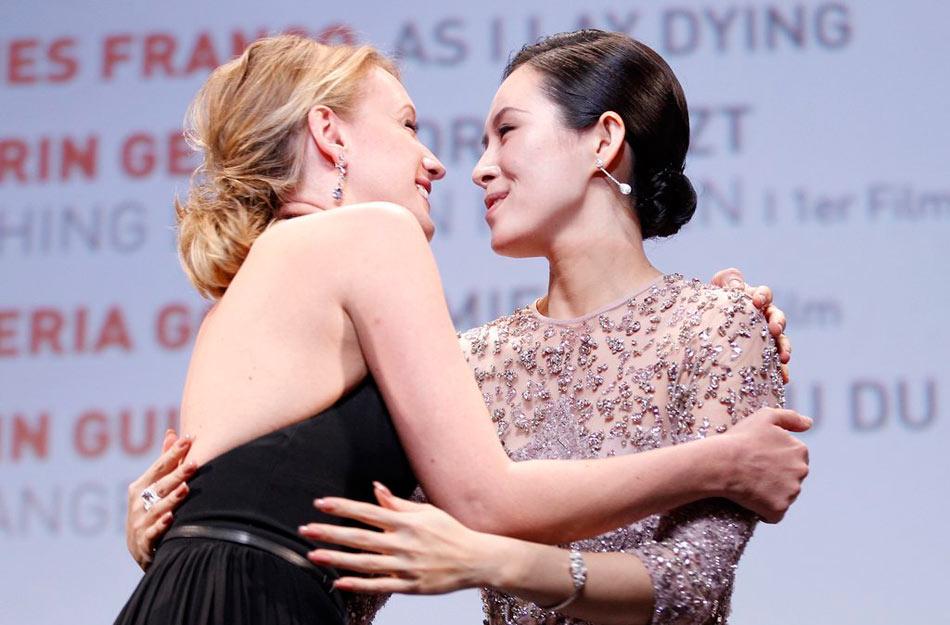 2013年5月26日讯,戛纳,当地时间5月25日,第66届戛纳国际电影节(The 66th cannes international film festival),一种关注单元(Un Certain Regard)颁奖。图为章子怡亮相颁奖仪式。