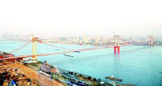 武汉鹦鹉洲长江大桥提前贯通 预计今年10月通车图片