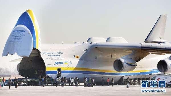 """世界最大""""梦幻""""运输机搭载中国造轨道车辆"""