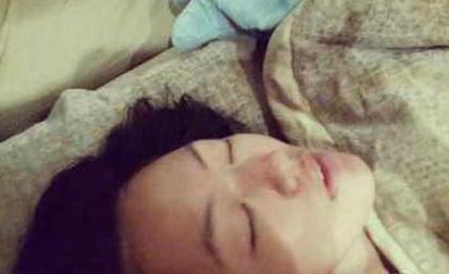 小S床照太丑 陈汉典看了想睡(图)