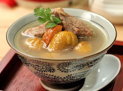 豫菜推荐之板栗老鸭汤的做法及烹饪技巧