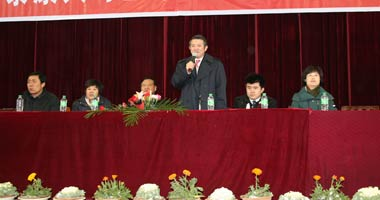 陈东升在天门中学校举行报告会