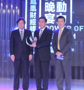 刘爽和戴自更为姜建清颁奖