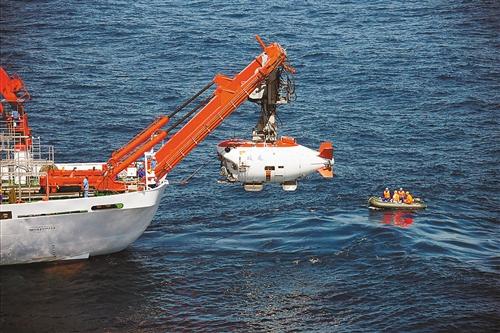 蛟龙号潜航员:7000米深海下照样发微信