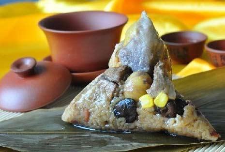 雅为代表的广式粽子吃口松软而味道浓烈,外形为底平,呈正方形、