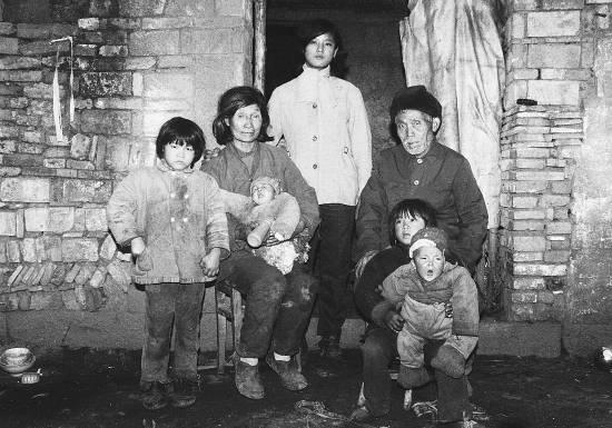 浙江金华:91岁拾荒老人44年抚养18个弃婴