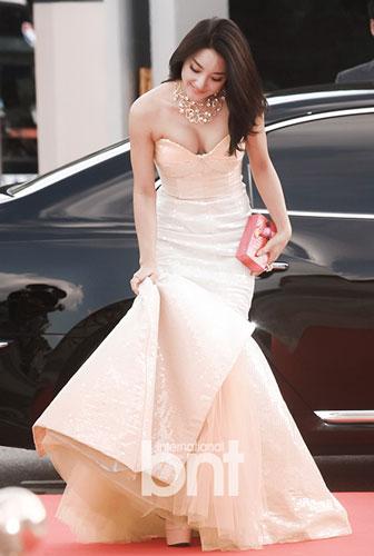 首尔电视剧v性感礼红毯韩国性感Bada女星秀美流行性感冒怎样冬季预防应该图片