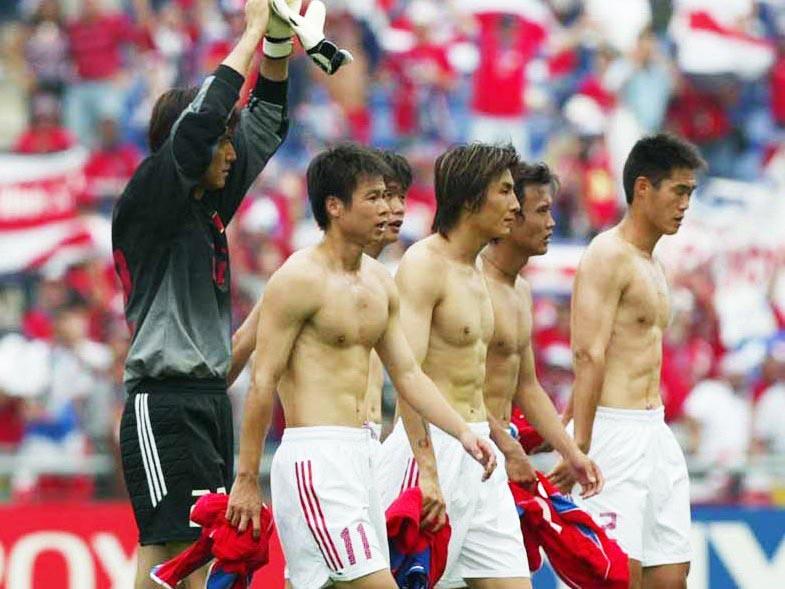 中国男足之谜:逐渐消失的腹肌