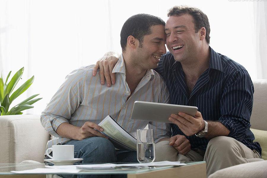 """性取向,是指一个人在情感、浪漫、与性上对男性及女性有何种型态的耐久吸引。最近几十年的研究表明,性倾向是个程度渐进的连续概念,好比肤色。每个人的性倾向只是位于从""""只对异性感兴趣""""到""""只对同性感兴趣""""之间的某个位置。"""