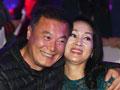 52岁王姬着透视装亮相 遭男星搂肩贴脸