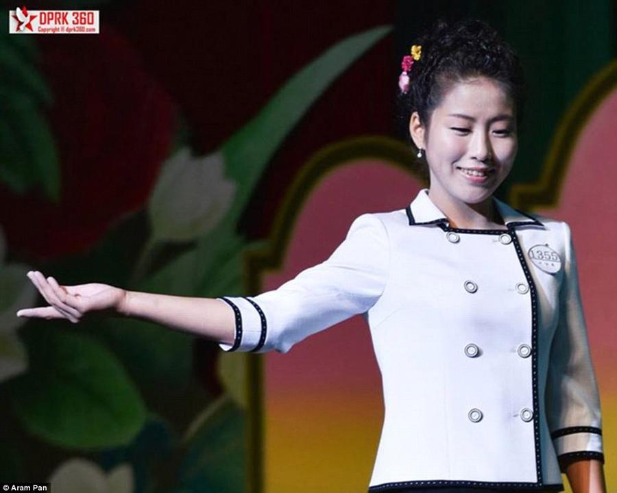 朝鲜平壤时装秀现场.高清图片